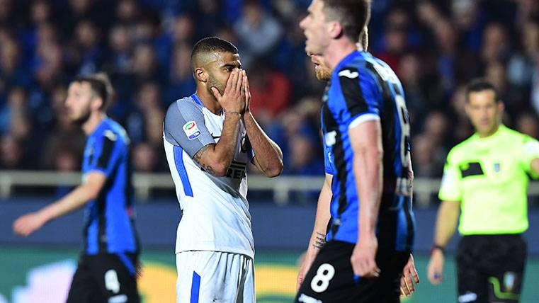 Rafinha se lamenta tras fallar una ocasión con el Inter de Milán