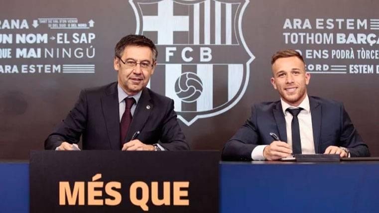 Josep Maria Bartomeu y Arthur en la presentación del brasileño | FCB
