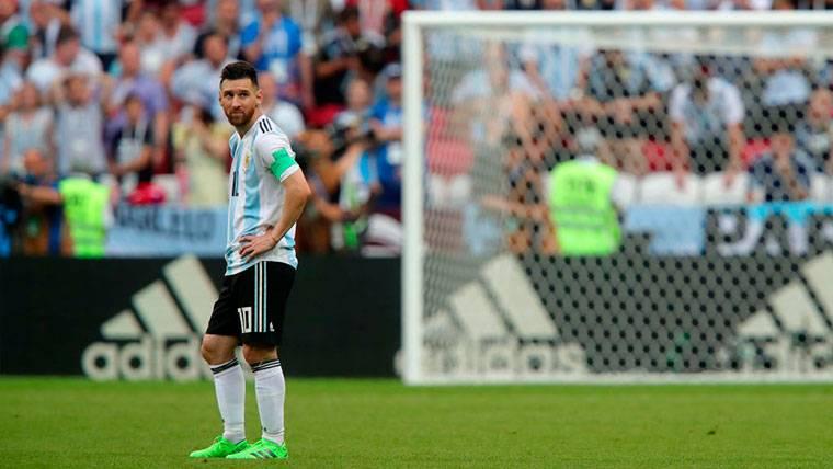 Gianni Infantino se suma con elogios a la defensa de Leo Messi