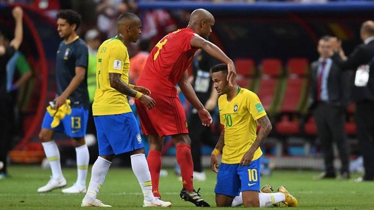 """Mensaje tajante de Van Basten a Neymar: """"Simular no es bueno"""""""