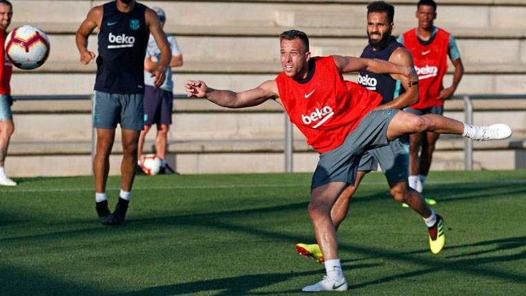 Arthur revela su primera misión en el Barça: Convencer a Ernesto Valverde