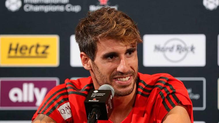 Javi Martínez, jugador del Bayern, se rinde a Leo Messi