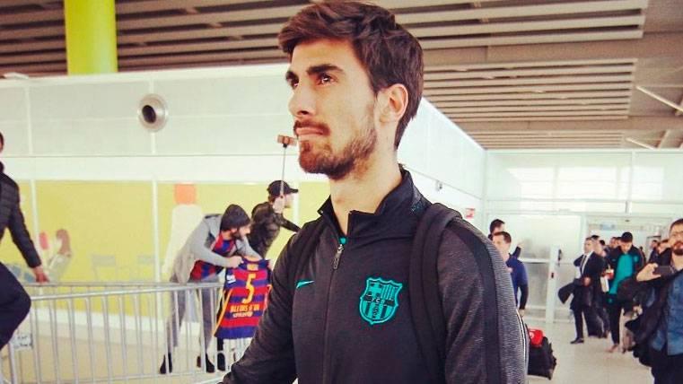 André Gomes en un viaje con la expedición del Barça
