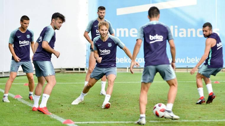 Arnáiz vuelve a entrenar con el primer equipo del Barça a la espera de concretar su futuro