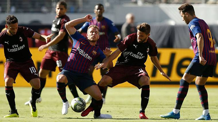 El lío con las camisetas de Barça y Milan enturbió el espectáculo