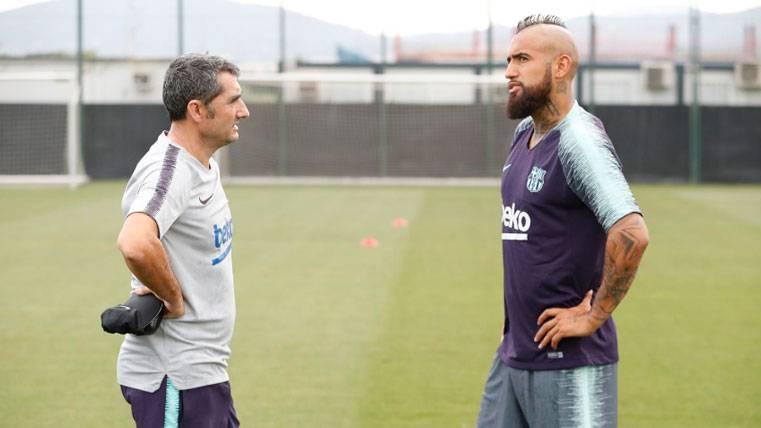 Alexis Sánchez y Claudio Bravo, objetivos de Arturo Vidal en el Barça