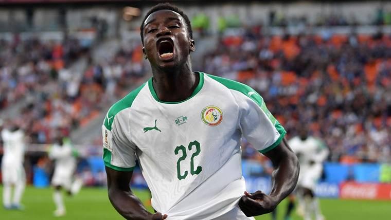 Moussa Wagué, celebrando un gol marcado en el Mundial de Rusia