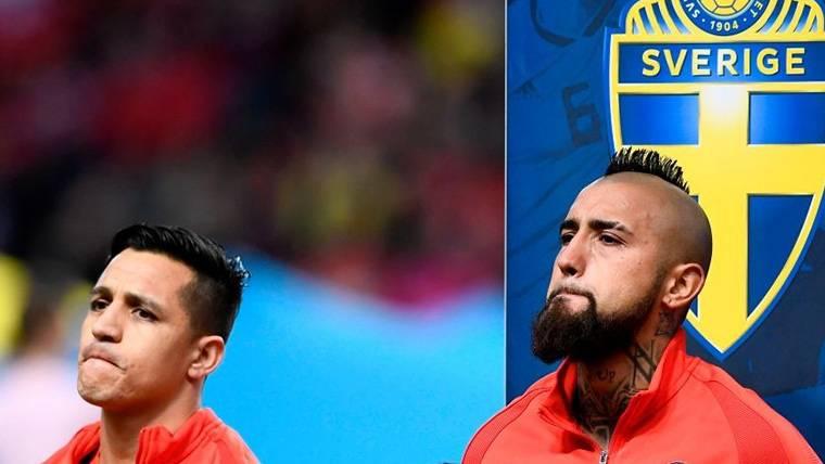Arturo Vidal y Alexis Sánchez, antes de un partido con Chile