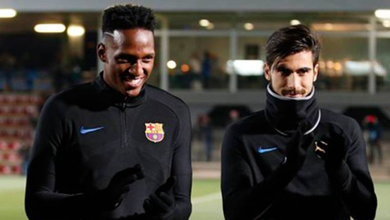 Yerry Mina y André Gomes, durante un entreno con el FC Barcelona