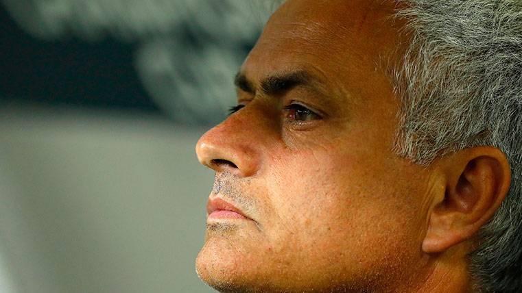 José Mourinho se queja al Manchester United por los fichajes y elogia a Paul Pogba