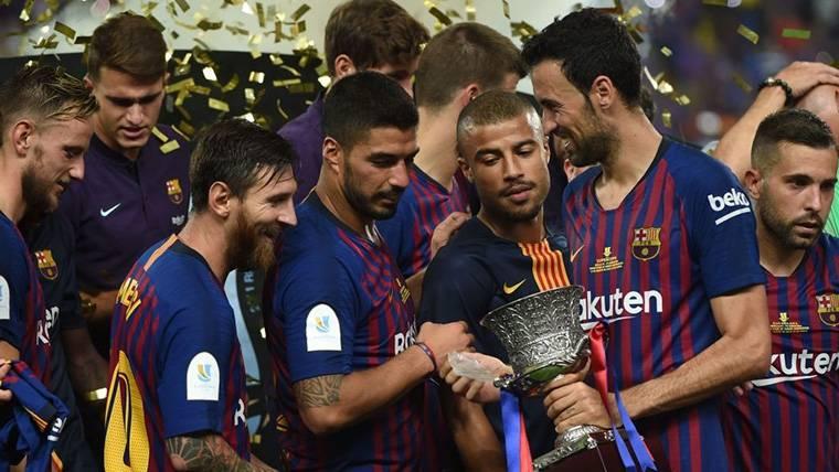 El FC Barcelona, celebrando el título de la Supercopa de España