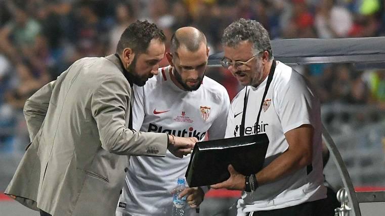 Aleix Vidal bromeó con Jordi Alba y Leo Messi... Y casi da un disgusto al Barça
