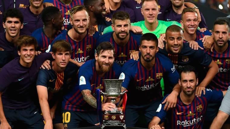 Tras la Supercopa, la batalla sigue abierta: 92 títulos para el Barça y 91 para el Real Madrid