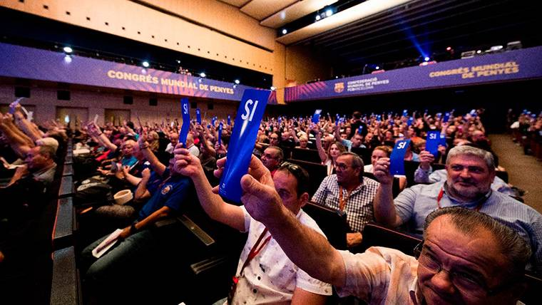 Baño de masas y promesa de los fichajes del Barça a la afición