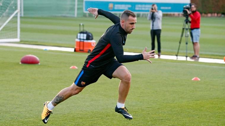 Paco Alcácer en un entrenamiento con el FC Barcelona