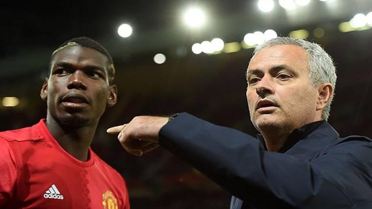 Paul Pogba, junto a José Mourinho en una imagen de archivo