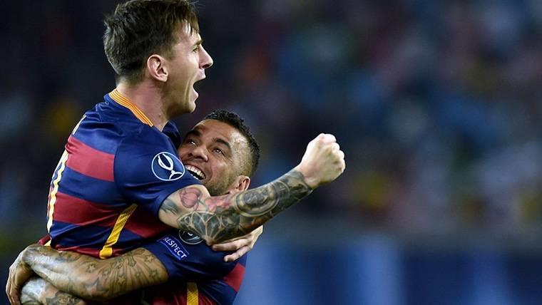 Alves contesta a quienes dicen que envió un 'dardo' a Messi