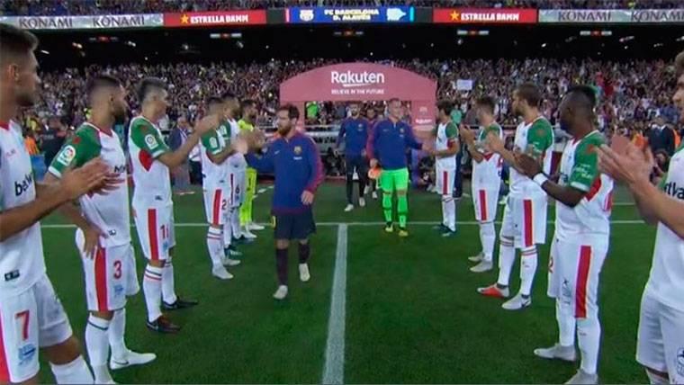 El Alavés hizo el pasillo al Barça por la Supercopa de España