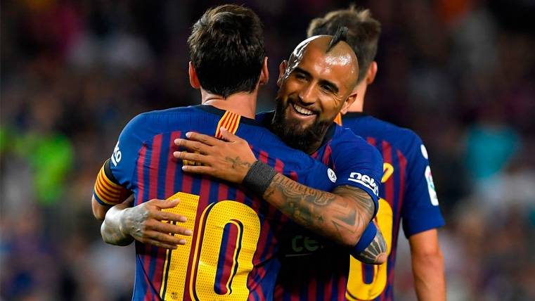 Arturo Vidal, ambicioso e incendiario en sus primeras entrevistas en el Barça