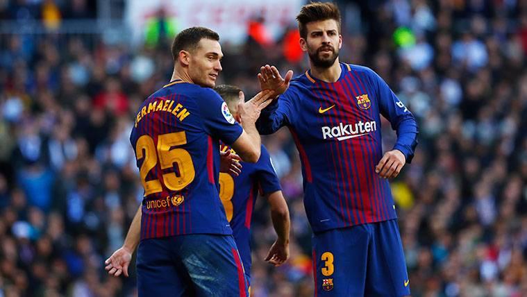 Thomas Vermaelen y Gerard Piqué celebran una victoria del FC Barcelona