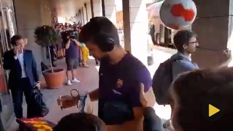 Agresión con un balonazo a Gerard Piqué en Valladolid