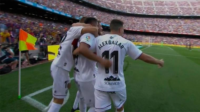 El Huesca se adelantó en el Camp Nou con un gol de Cucho