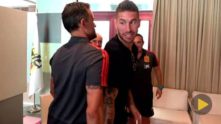 Luis Enrique bromea vacilando a Sergio Ramos con España