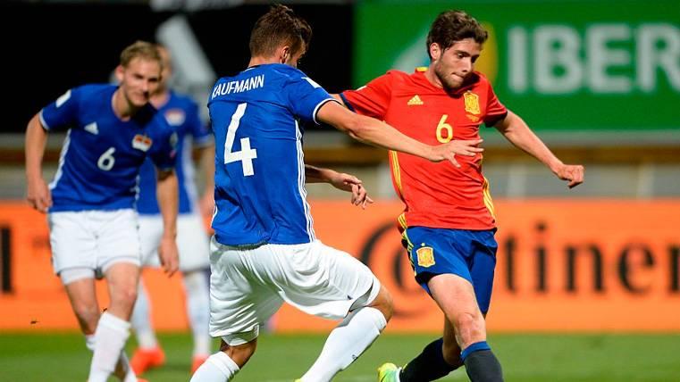Luis Enrique deja claro que prefiere a Sergi Roberto como centrocampista