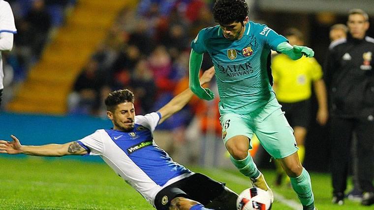 Carles Aleñá vuelve a jugar con el Barça tres meses después