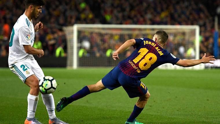 Debate en el Barça sobre el fichaje de un lateral en invierno