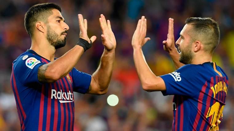 Luis Suárez y Jordi Alba celebran un gol del FC Barcelona