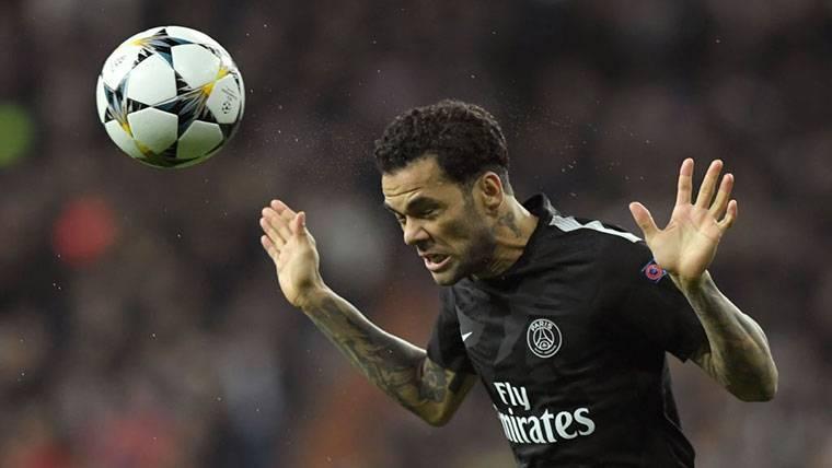 Alves compara el traspaso de Cristiano con el suyo en el Barça