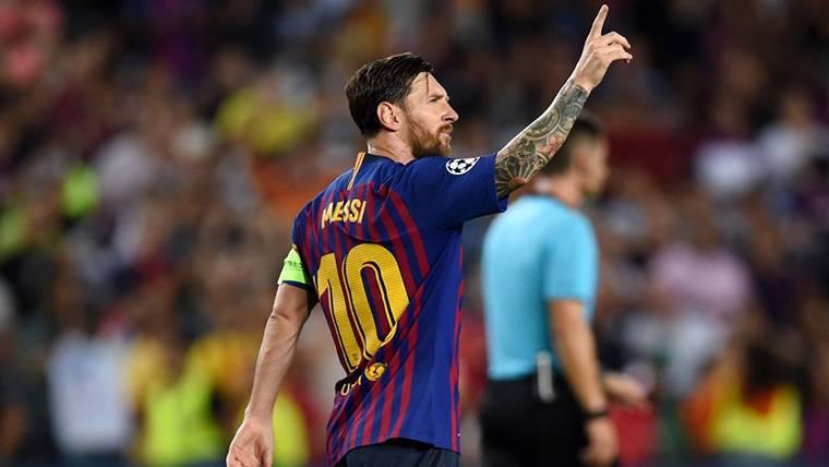 Messi marca el camino con un 'hat-trick' al PSV para empezar