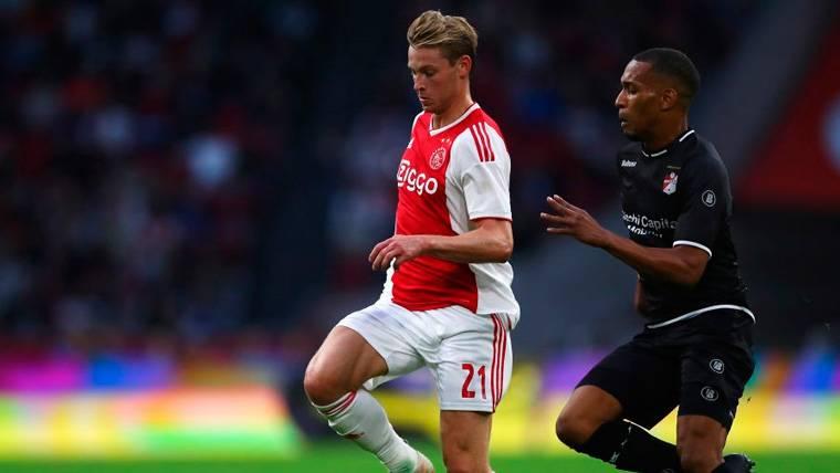 El PSV atropella al Ajax en un partido para olvidar de De Jong como central (3-0)