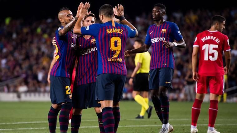 El FC Barcelona, celebrando el gol inicial de Leo Messi contra el Girona