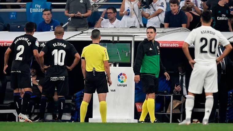 OFICIAL: La UEFA confirma la llegada del VAR a la Champions 2019-20
