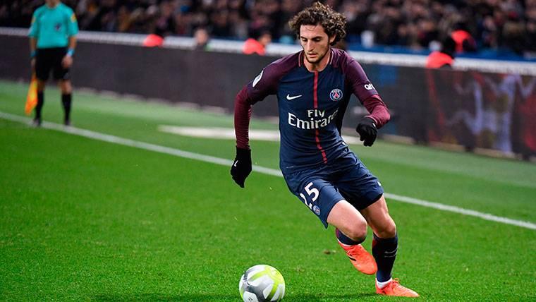 El PSG intentó jugársela al Barça en la negociación por el traspaso de Rabiot