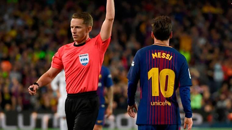 Sale a la luz lo que Messi le dijo al árbitro antes de ser amonestado