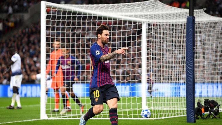 Alarde de sangre fría de Messi, 'doblete' y sentencia en Wembley