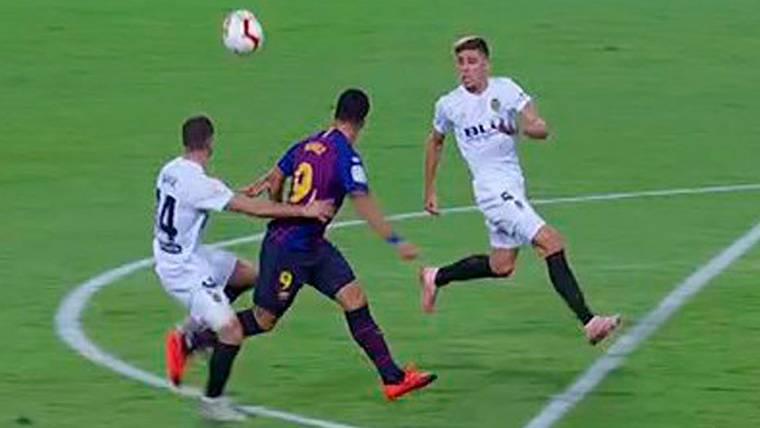 ¿Falta o penalti a Suárez? El VAR perjudicó aquí al FC Barcelona