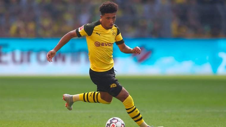 Jadon Sancho en un partido del Borussia Dortmund