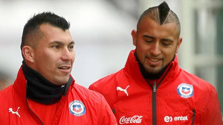 Medel admitió que Arturo Vidal está molesto en el Barça