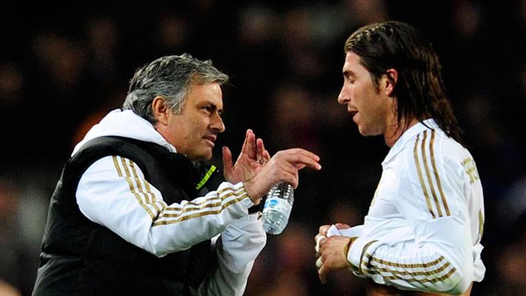 Mourinho trató de animar al equipo