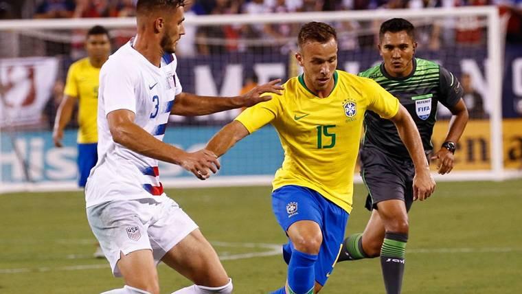 La alegría de Arthur al dar un salto más en su carrera con Brasil