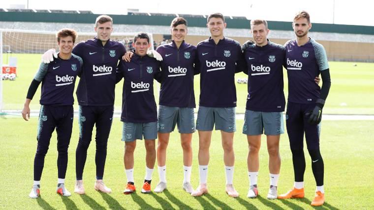 Los jugadores del filial del Barça en un entrenamiento del primer equipo | FCB
