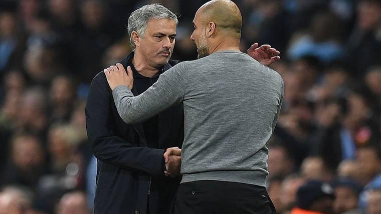 Apretón de manos entre Guardiola y Mourinho antes de un City-United
