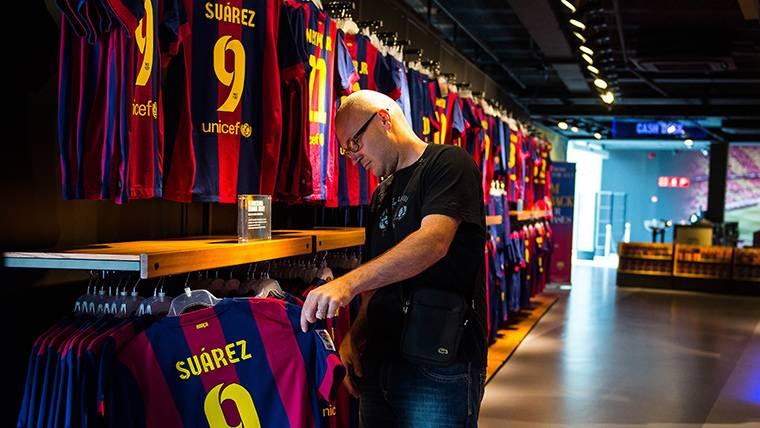 Sale a la luz la segunda equipación del FC Barcelona 2019-20 - FC ... 0f7fc7537d4