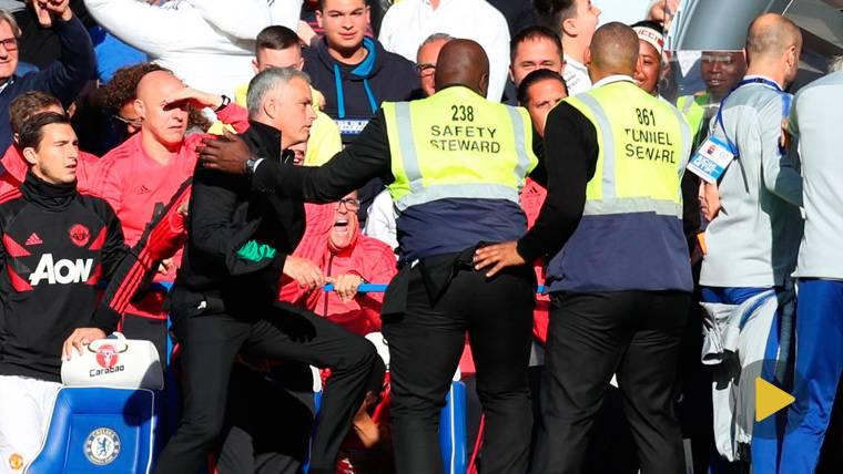 Mourinho enloquece en Londres: Responde a la provocación de un rival y se encara con la grada