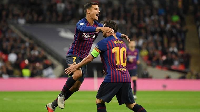 ¡Golazo por la escuadra de Coutinho para dar la bienvenida al Sevilla al Camp Nou!
