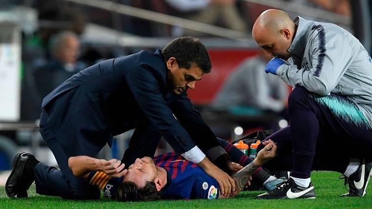 ALARMA: ¡Messi se lesiona y es sustituido en el Barça-Sevilla!